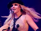 Britney Spears topless in concert