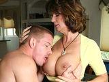 Mamma helps depressed boy