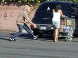 Lady gets pantsed in parking lot