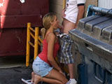 Amateur couple caught havin a quick blowjob by the dumpsters