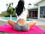 I must fuck this yoga girl!