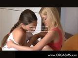Jovenszinhas gostosas esfregando suas xot ...
