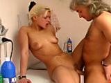 Pornoschlampen hart rangenommen - Scene 03