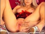 watch this sexy blonde enjoying herself(4 ...