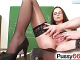 Smoking hot babe Katie Cox pussy spreading close up